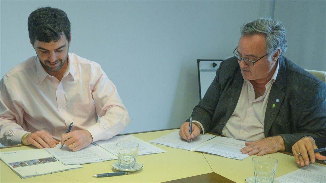 El gobierno bonaerense firmó un acuerdo con Anses para ampliar la AUH.