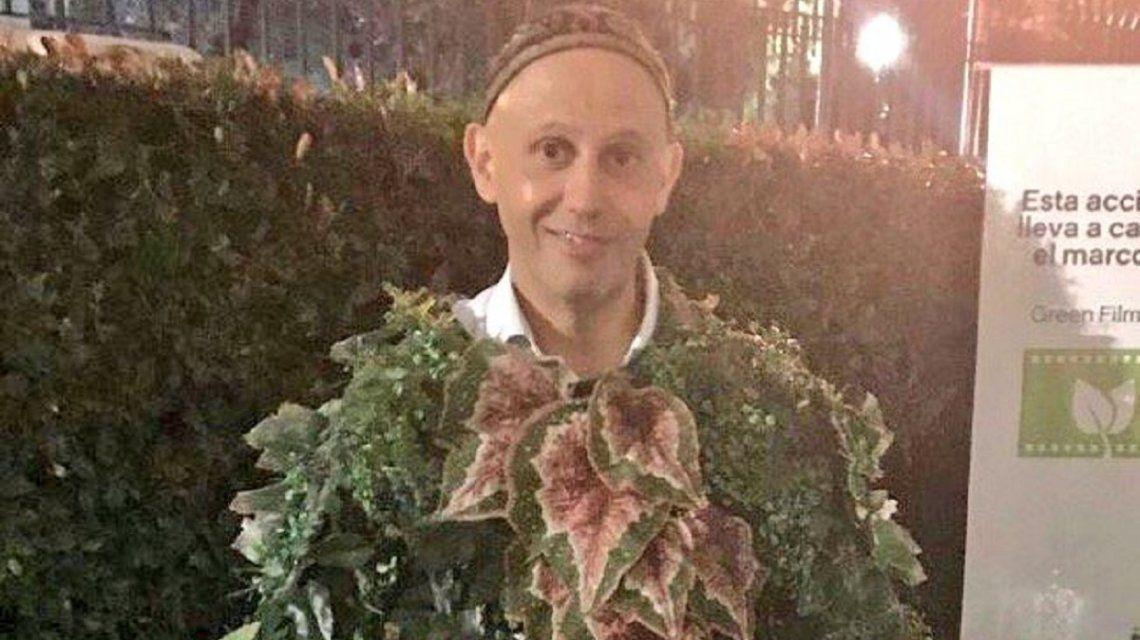Sergio Bergman disfrazado de planta