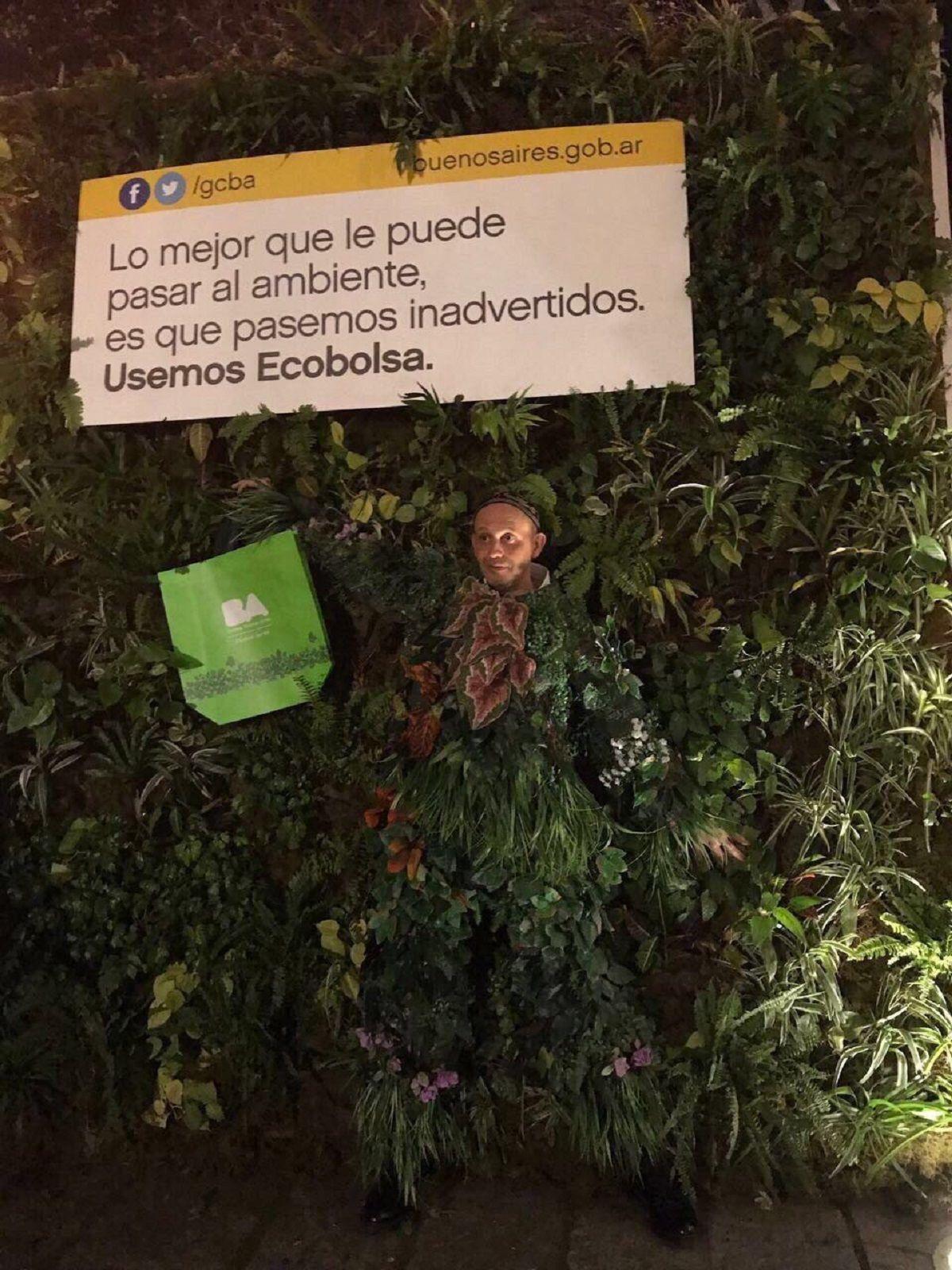 Sergio Bergman se disfrazó de árbol