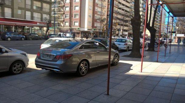 Dejó su auto en la vereda de en la avenida Colón, entre Santa Fe y Corrientes.