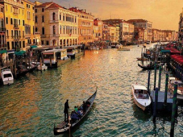 Alrededor de 30 millones de turistas visitan Venecia por año