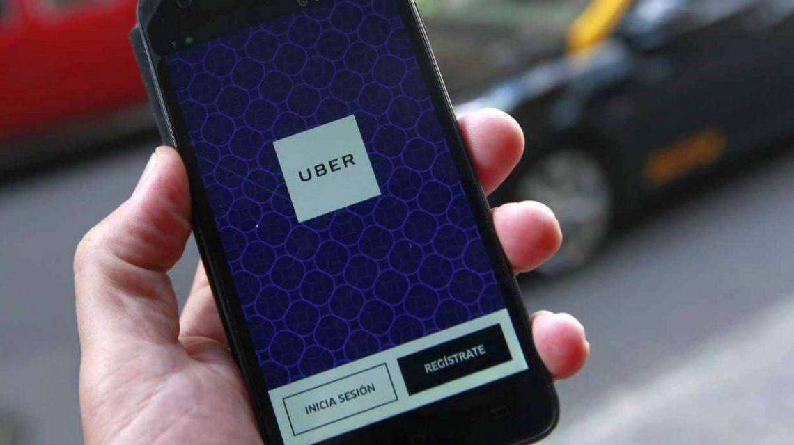 Pidió un Uber y el chofer le robó la valija