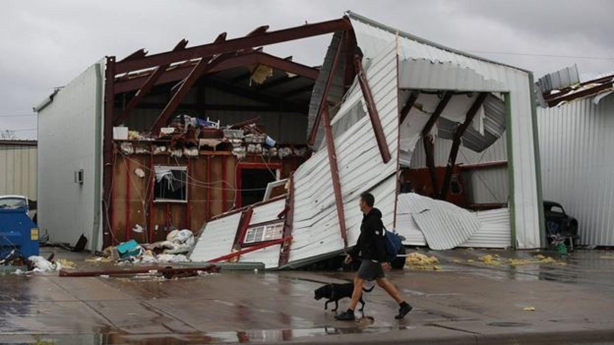 El huracán Harvey continúa azotando Texas: al menos cinco muertos