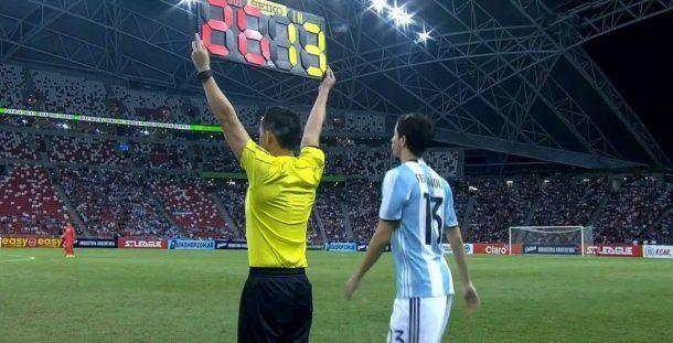 Nacho Fernández entrando contra Singapur<br>