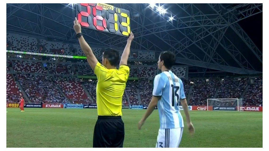 Nacho Fernández entrando contra Singapur