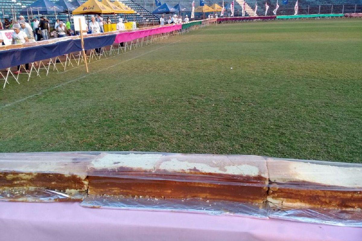 Parte de la torta más grande del mundo en Pedro Juan Caballero