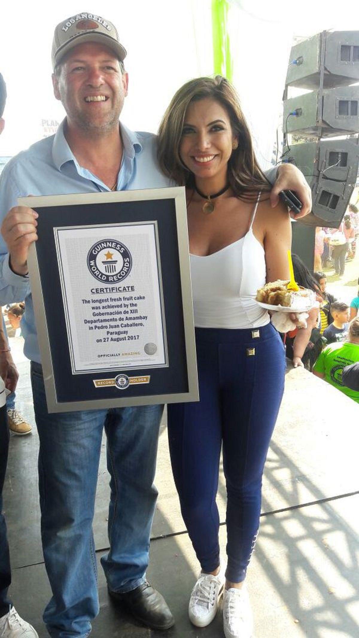 Así exhibían el certificado del Guinness