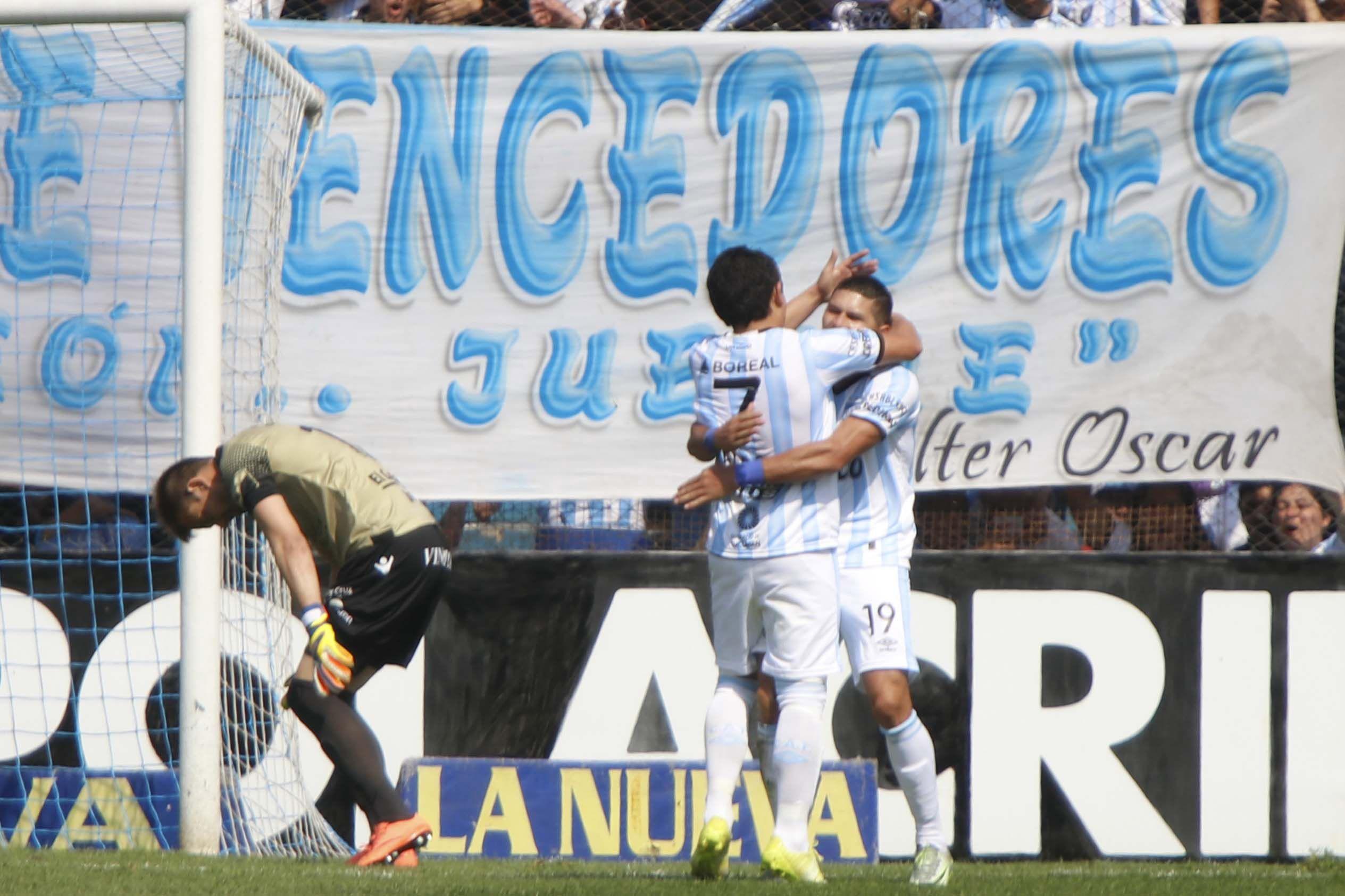 El uruguayo Burián se equivocó; el Pulga no perdonó