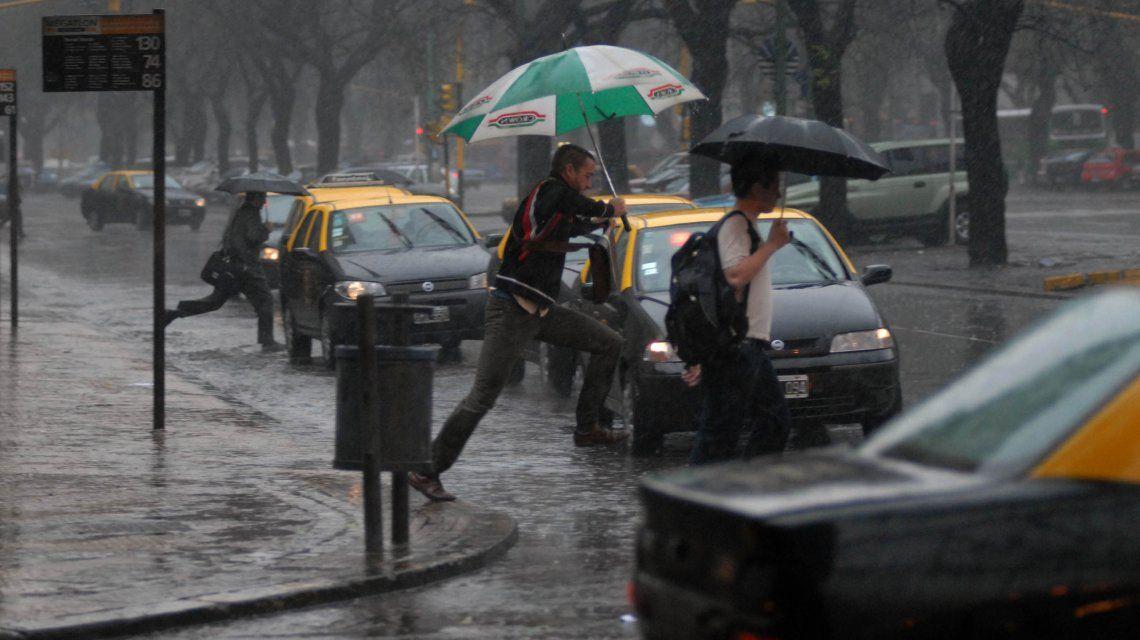 Alertan por fuertes tormentan y ocasional granizo en Buenos Aires