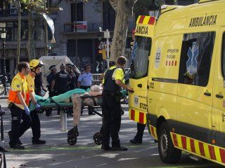 La familia de la argentina herida en Barcelona denuncia al Gobierno por abandono