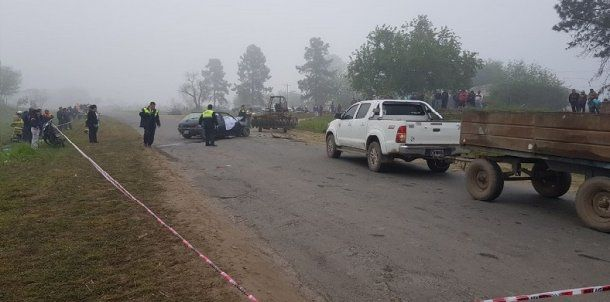 Tuvieron que cortar el vehículo para rescatar los restos de la pareja.