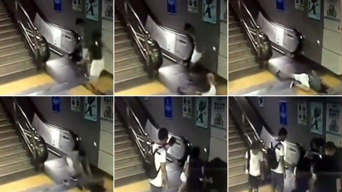 VIDEO: Estaba por subirse a una escalera mecánica y se la tragó el piso