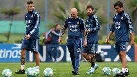 Sampaoli junto a Icardi, Messi y Dybala