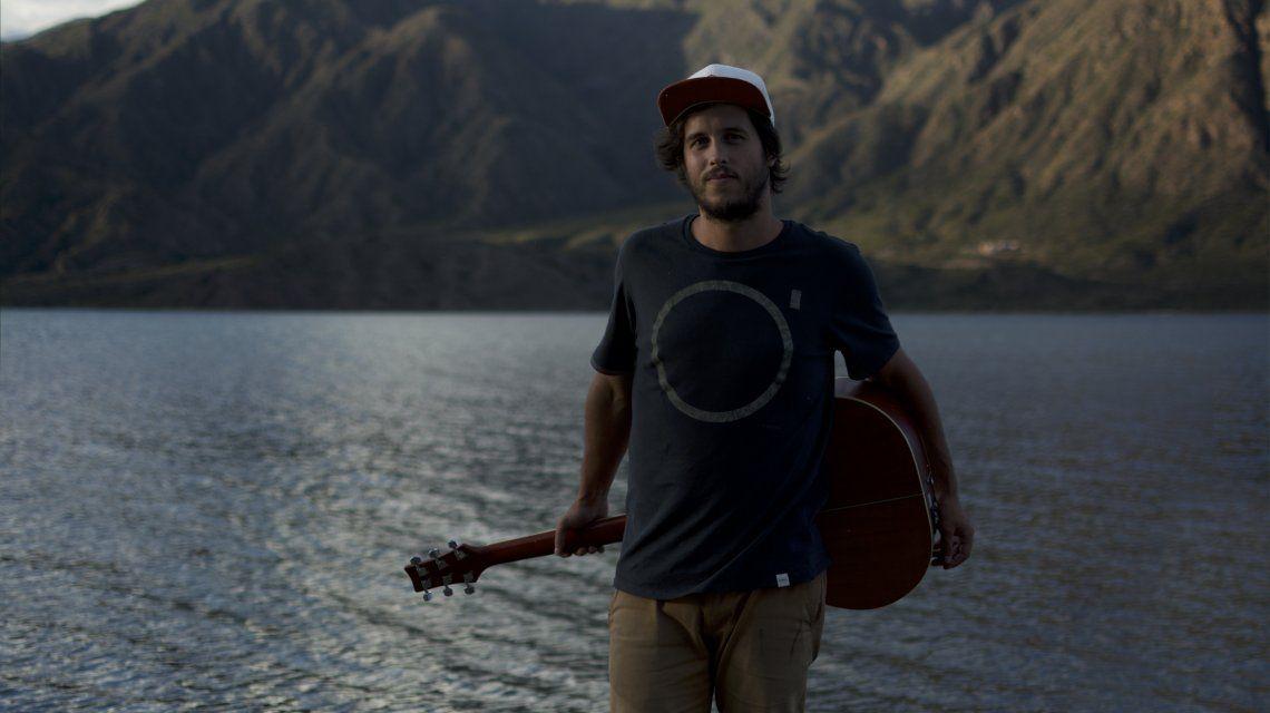 De Alaska a Ushuaia: el argentino que recorre el continente en una combi