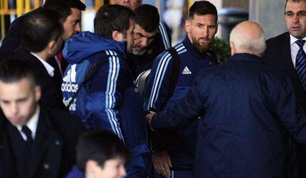 Messi tuvo un gran gesto con un chico de Montevideo<br>
