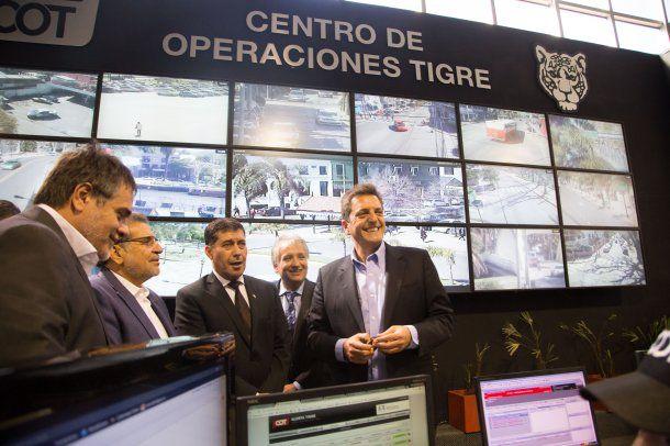 Massa y Sergio Casas en el Centro de Operaciones Tigre
