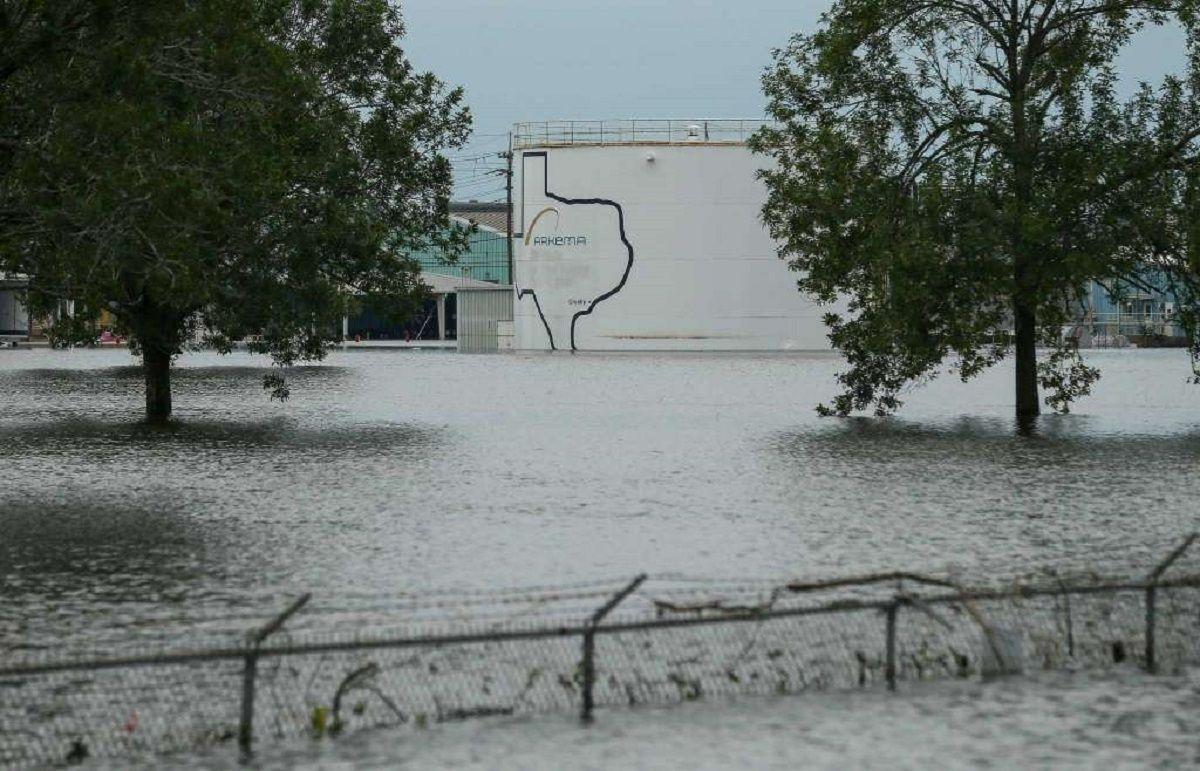 Explotó una planta química en Texas tras el huracán Harvey