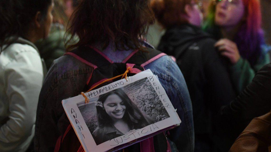 Velan los restos de Anahí Benitez en Lomas de Zamora