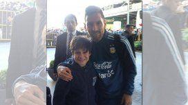 VIDEO: ¡Por estas cosas Messi es el más grande! Gran gesto con un niño uruguayo