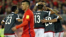 El festejo de los paraguayos; sufre Gary Medel