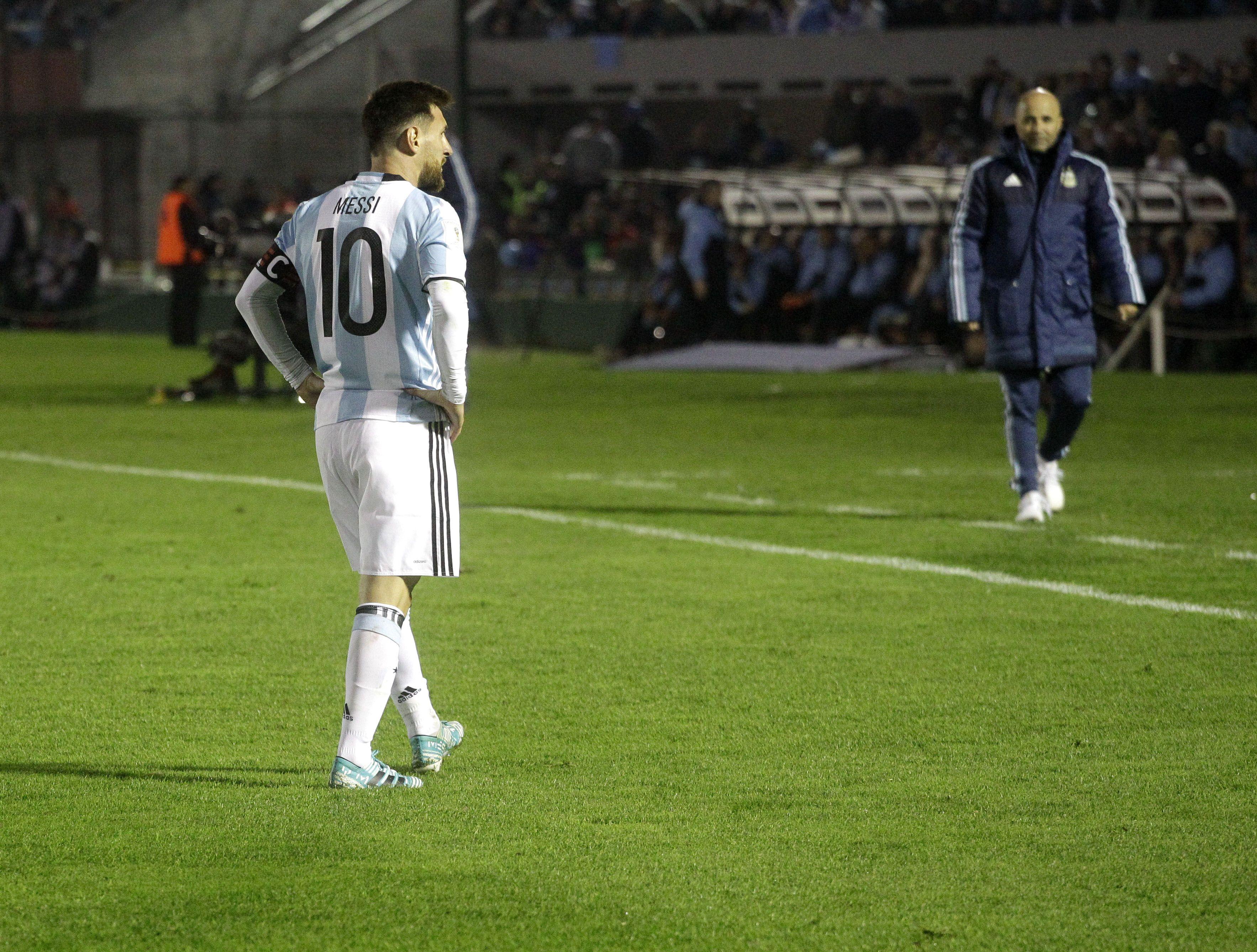 ionel Messi y Jorge Sampaoli ante Uruguay