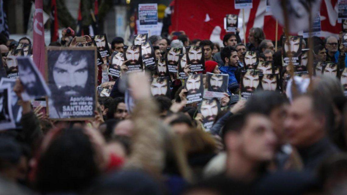 Una de las primeras marchas por Santiago Maldonado