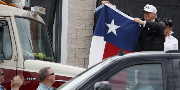 Donald Trump saluda a víctimas del huracán Harvey