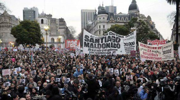 Marcha por la aparición con vida de Santiago Maldonado en Plaza de Mayo<br>