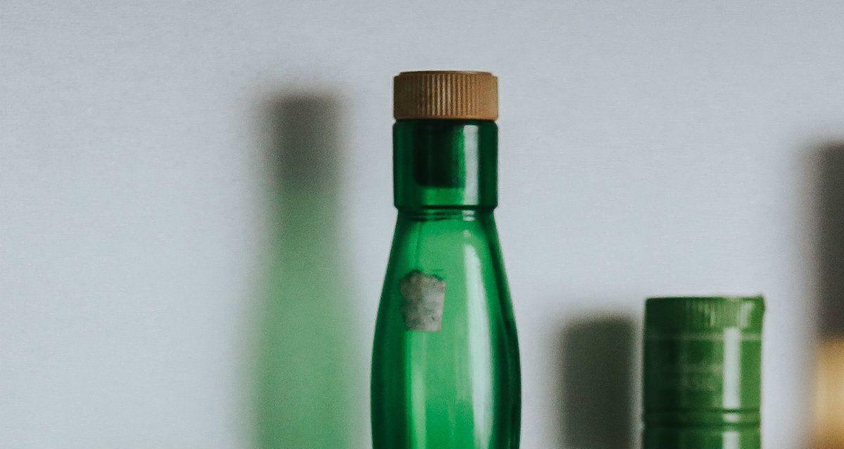 El hombre se vengó de su yerno con una botella