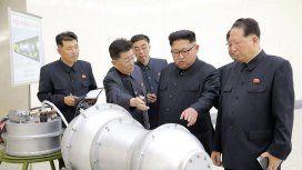 Kim Jong-un inspecciona una nueva bomba de hidrógeno de Corea del Norte.