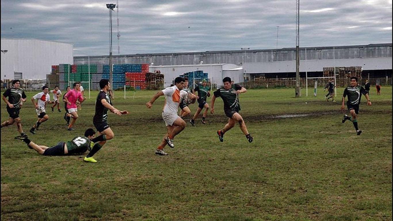 Gonzalo castro llevando la pelota
