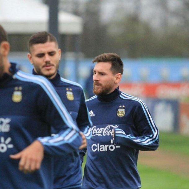 Icardi y Messi en el entrenamiento de la Selección - Crédito: @Argentina