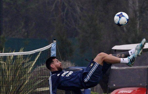 Messi en el entrenamiento de la Selección - Crédito:@Argentina