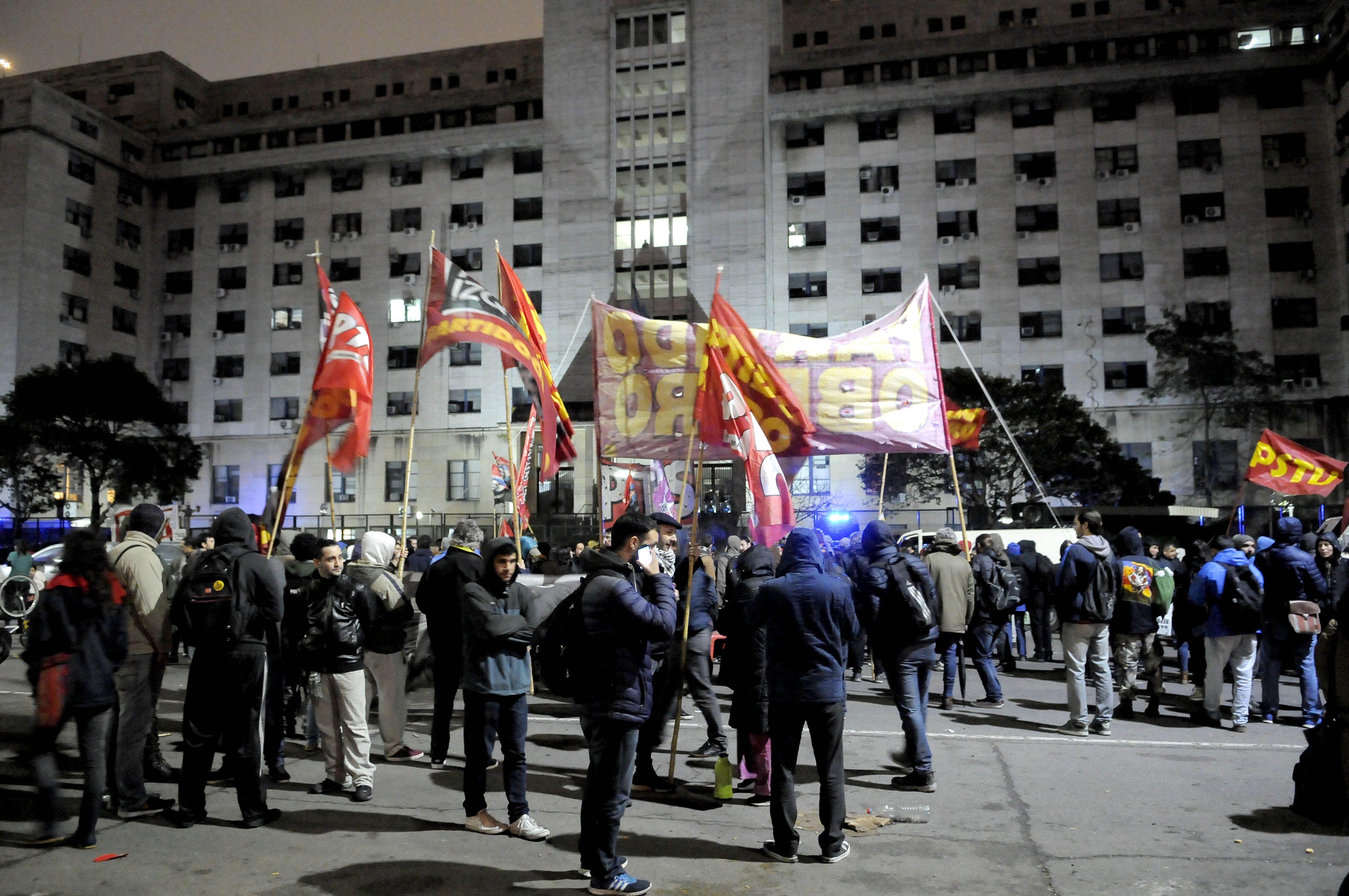 Manifestantes reclamaban la liberación de Santiago Maldonado en Comodoro Py