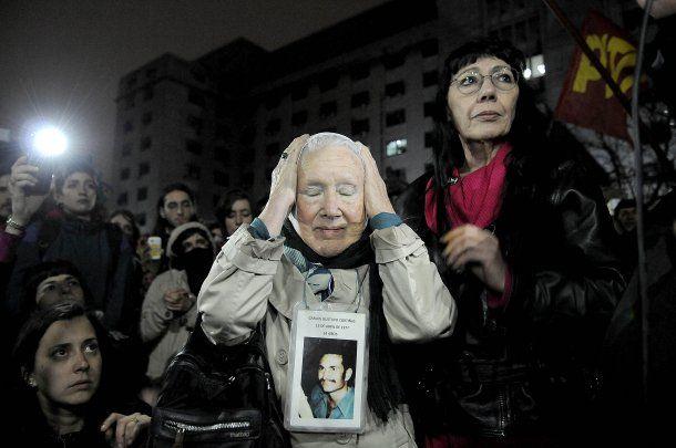 Nora Cortiñas frente a Comodoro Py<br>