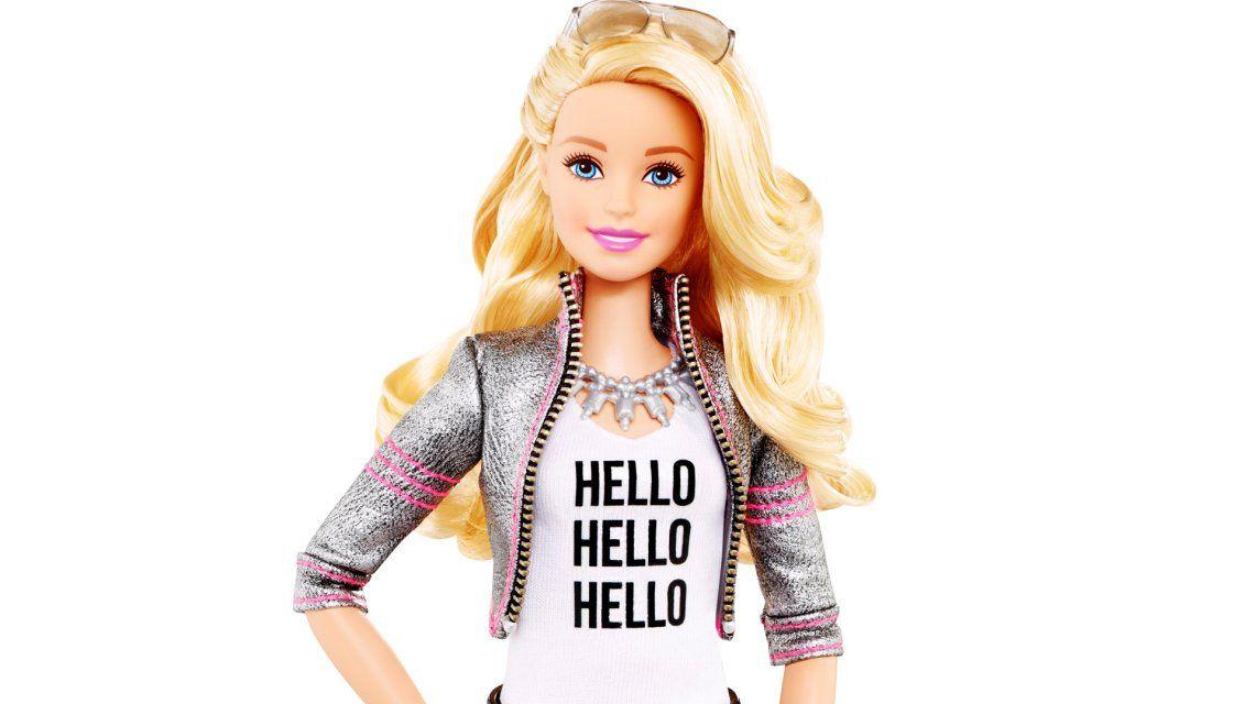Las Barbie reales: tienen celulitis, brakets y hasta menstrúan