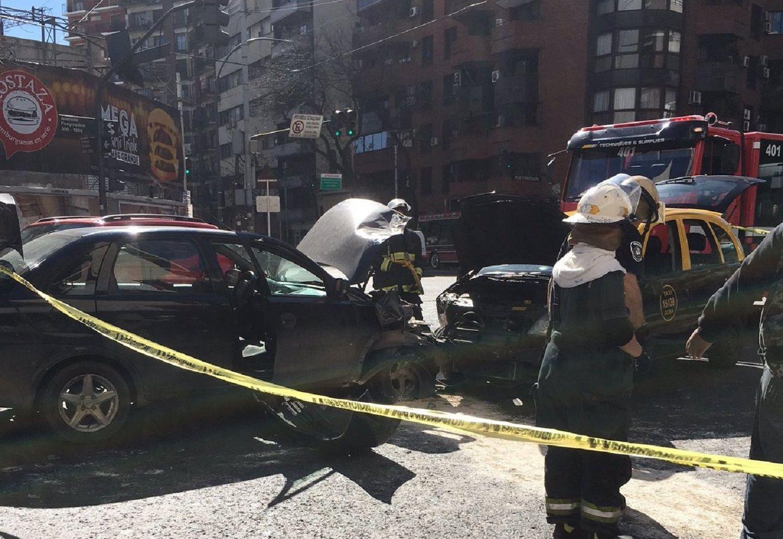 Se desmayó al volante, chocó de frente contra otro auto y murió