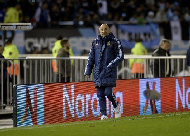 Jorge Sampaoli al costado del campo de juego en el duelo de Argentina ante Venezuela<br>