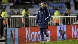 Jorge Sampaoli al costado del campo de juego en el duelo de Argentina ante Venezuela