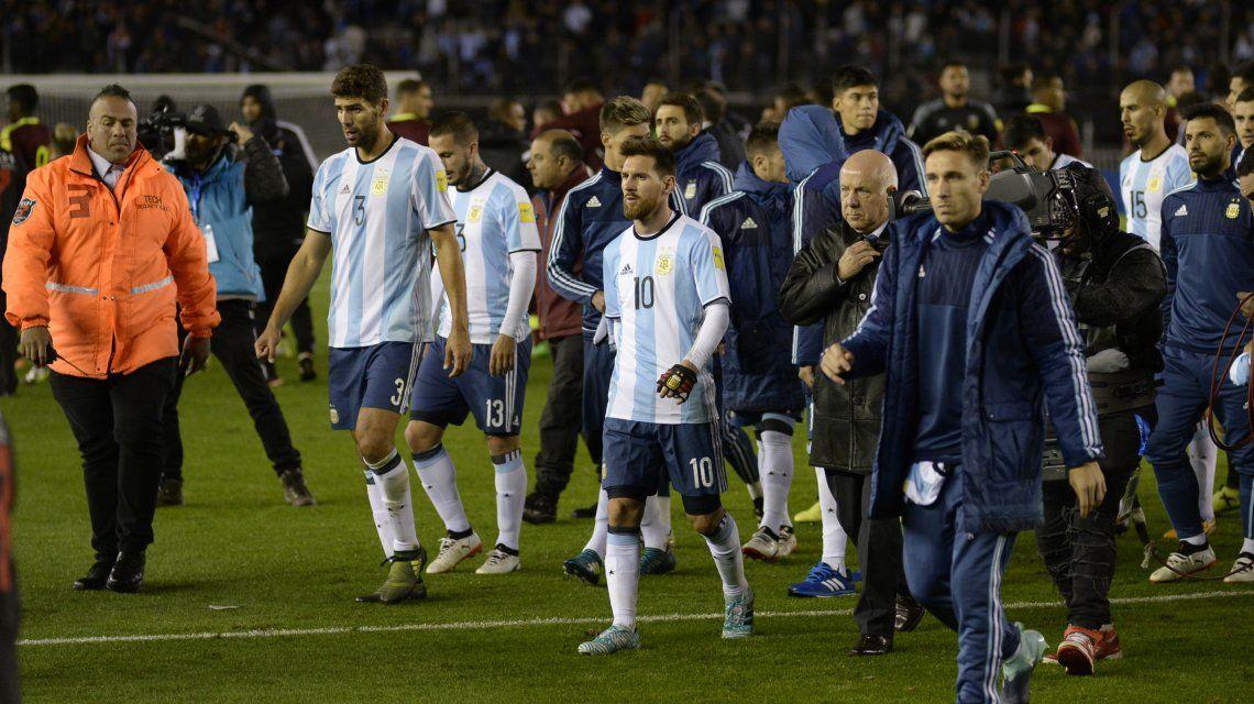 Argentina sale cabizbaja del Monumental