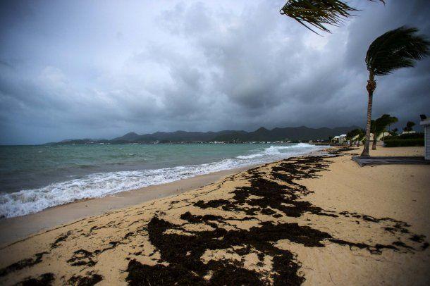 El huracán Irma ya dejó doce muertos, arrasó con el Caribe y se acerca a Miami
