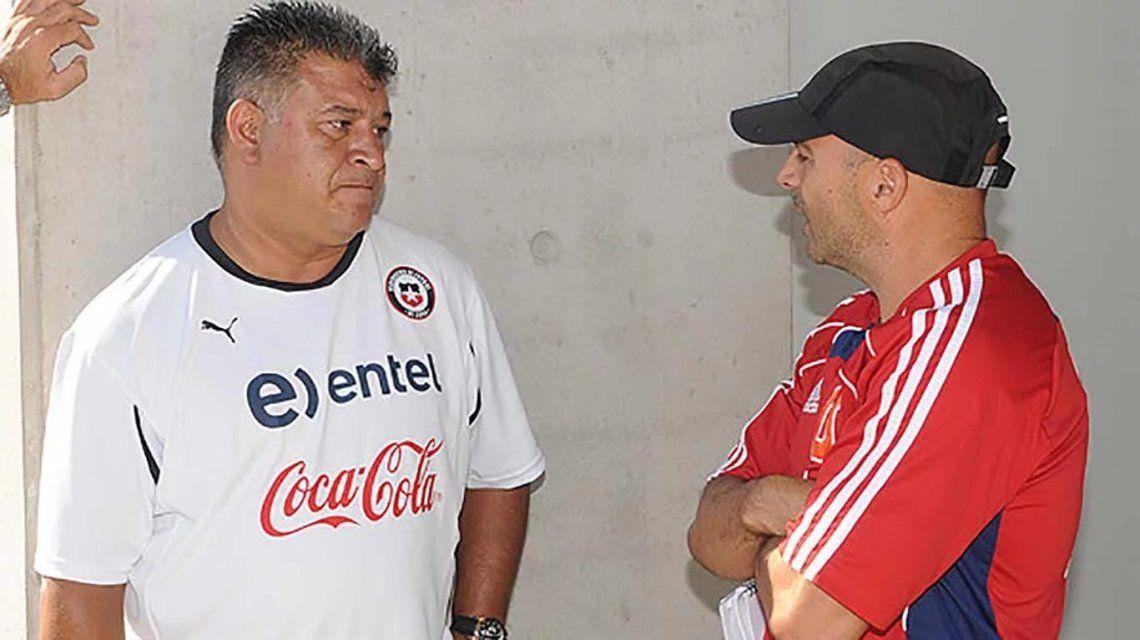 Claudio Borghi y Jorge Sampaoli cuando eran DTs de Chile y la Universidad