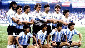 Arriba: Batista, Cucciufo, Garré, Brown, Ruggeri y Maradona. Abajo: Burruchaga, Giusti, Borghi y Valdano.