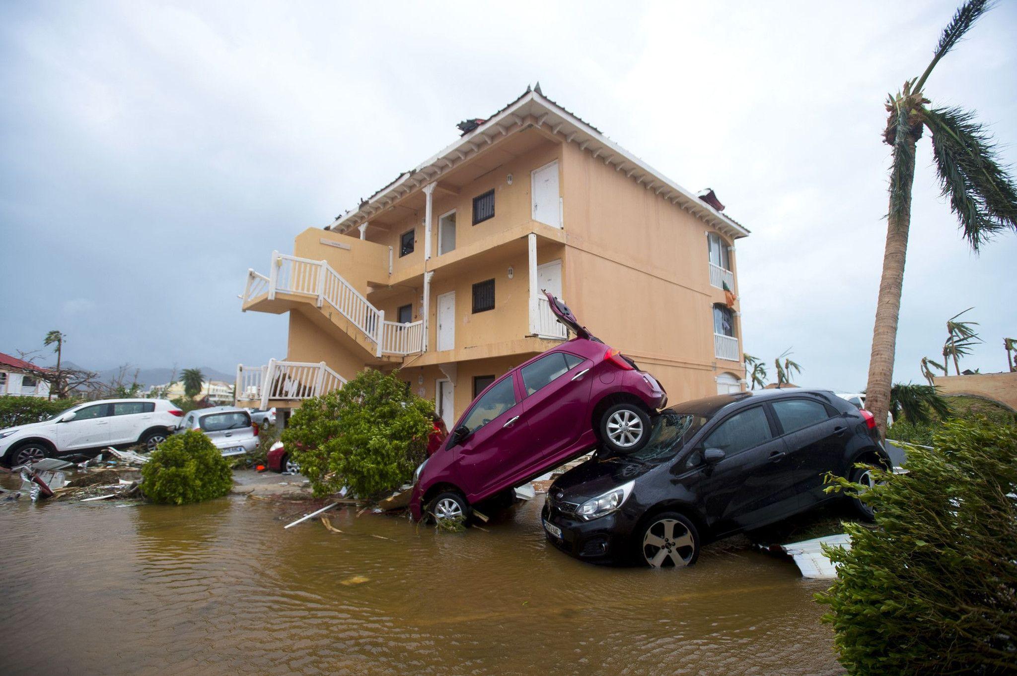 Así quedaron algunos autos tras el paso del Irma por el Caribe