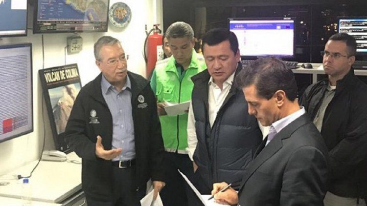 Enrique Peña Nieto supervisando los operativos