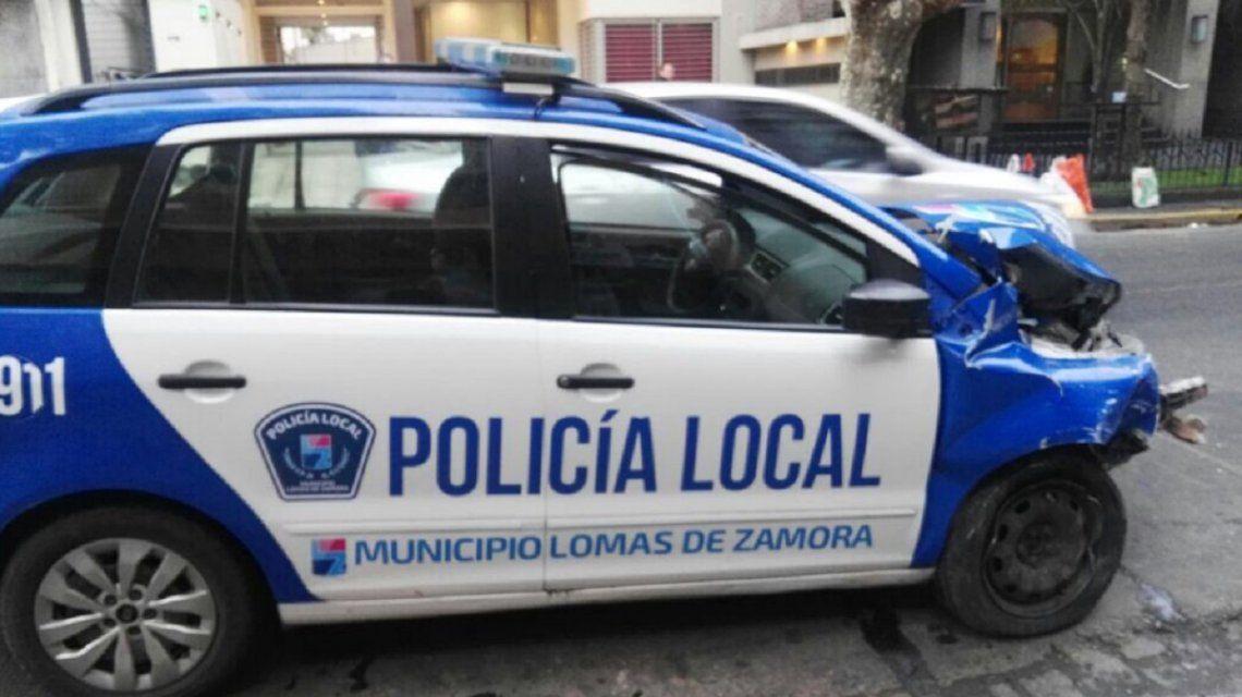Un patrullero se incrustó en un negocio en Lomas de Zamora