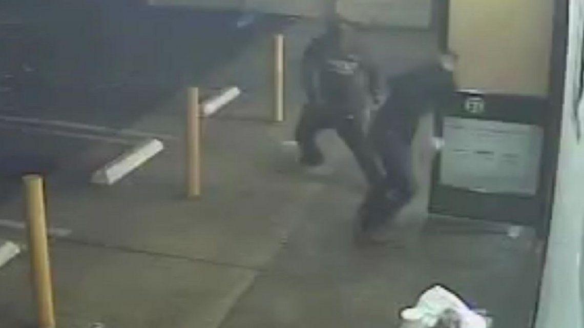 Un sin techo atacó con un hacha a un hombre en Estados Unidos