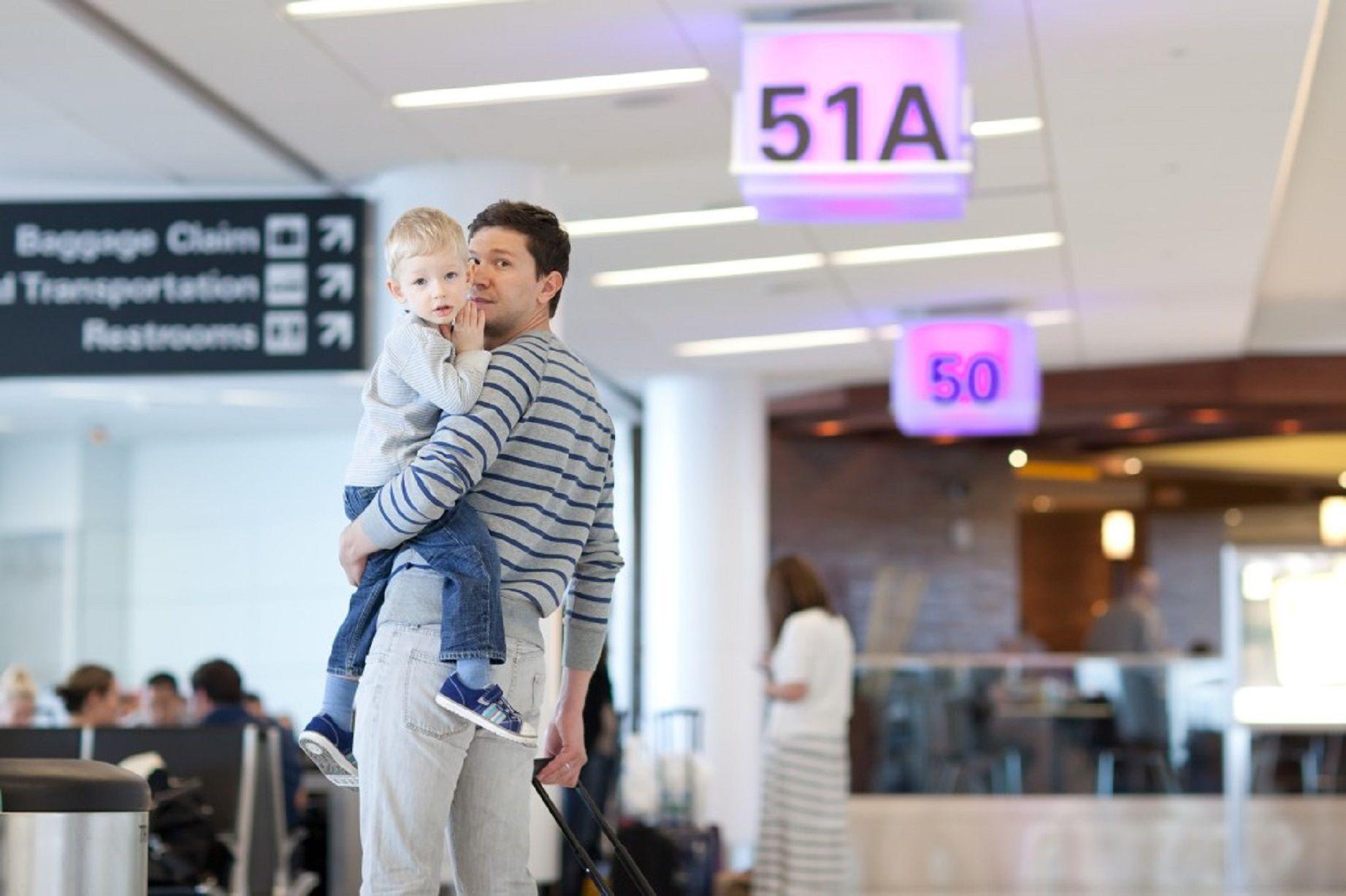 Los trámites de autorizaciones de viajes a menores serán más ágiles