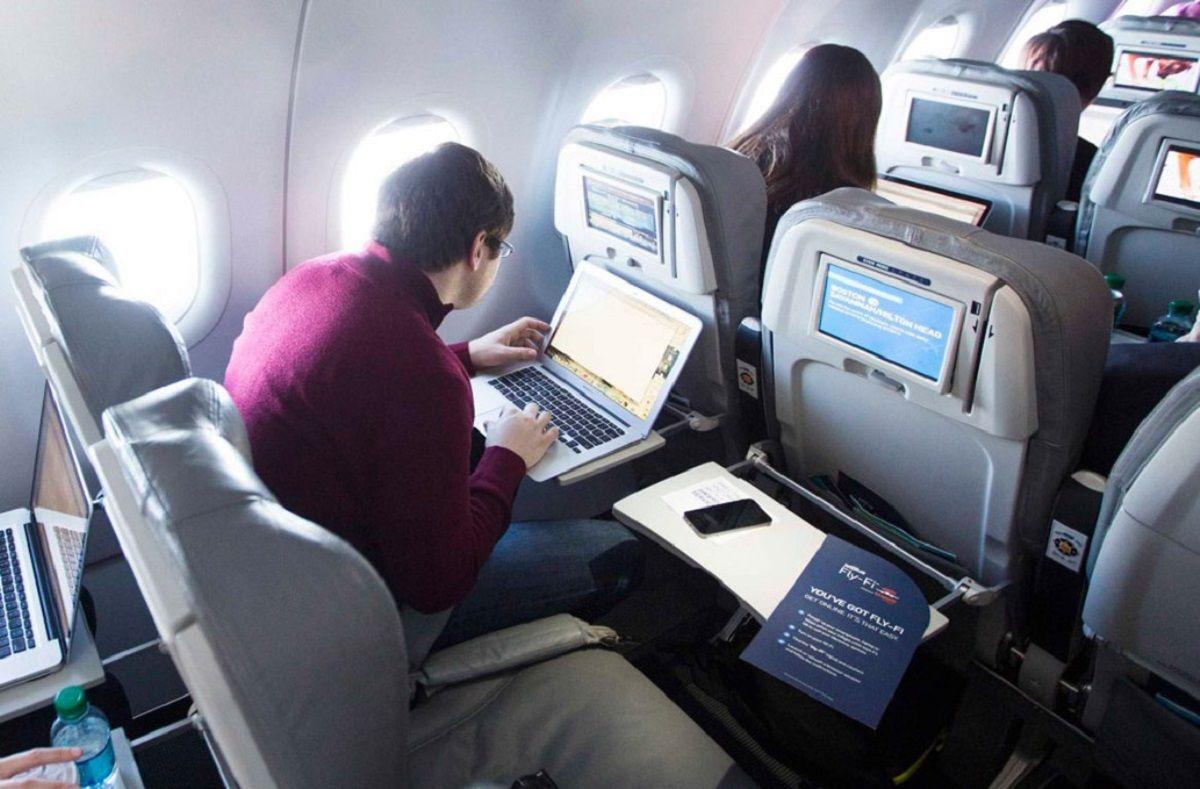 ¿Cuánto cuesta el WIFI en el avión?