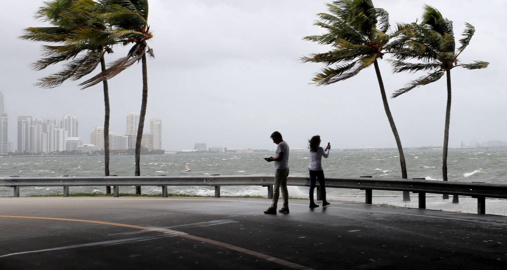 El huracán Irma bajó a categoría 2 pero rige alerta por olas gigantes en Florida